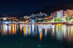 黑山, Rafailovici 在海海滩的日落视图 免版税库存照片