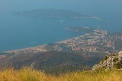 黑山, Rafailovici 在海海滩的看法 免版税库存图片