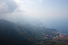 黑山, Rafailovici 在海海滩的看法 库存图片