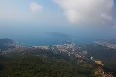 黑山, Rafailovici 在海海滩的看法 免版税图库摄影