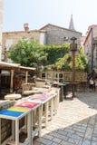 黑山:街道咖啡馆在老布德瓦 图库摄影