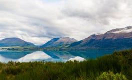 山&反射湖从观点在途中对Glenorchy,新西兰 库存图片