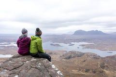 山/小山登山人苏格兰高地 库存图片