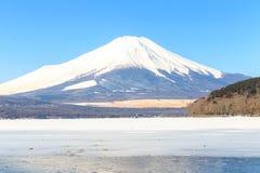 山从山中湖的富士冬天 免版税库存图片