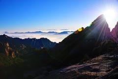 黄山(黄色)山日出 免版税库存图片
