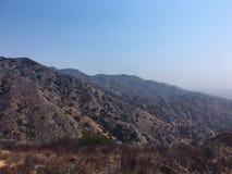 山 遥远的范围 雾和阴霾 免版税库存照片