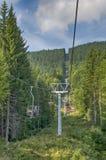 山滑雪升降椅 库存照片