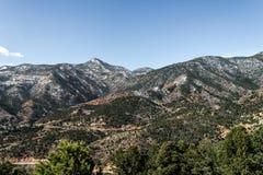 山从风路环境美化科罗拉多斯普林斯的洞 免版税库存照片