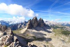 山Drei Zinnen和塞斯托白云岩全景在南蒂罗尔 免版税库存照片