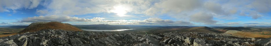 山Hovaerken的subpeak的360度全景在瑞典 免版税库存照片