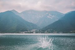 山lake lago在多云天气的di summer的意大利视图 图库摄影