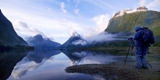 山Milford Sound旅行新西兰概念 免版税库存照片