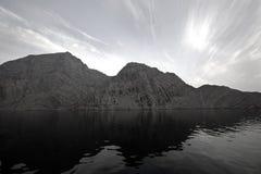 山musandam海洋 免版税图库摄影