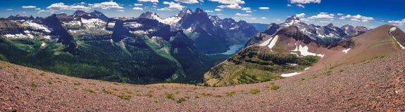 山Panoramatic视图在冰川NP,美国的 库存图片