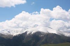 山tian掸人的天空 库存图片