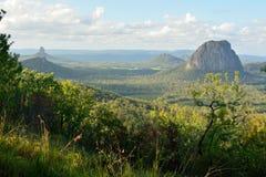 山Tibberoowuccum、Coonowrin、Ngungun和Tibrogargan 库存图片