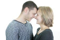30岁在演播室白色的夫妇 免版税库存照片