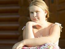 11岁的女孩的室外画象 图库摄影