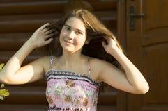 14岁的女孩的室外画象 免版税库存照片