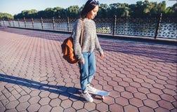 15-16岁的美丽的亚裔女孩, s的millenial少年 库存照片