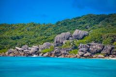 岩层在塞舌尔群岛 图库摄影