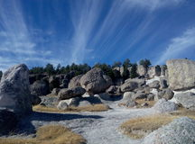 岩层在山脉madre 免版税库存图片