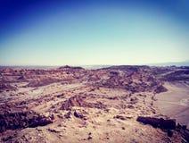 岩层看法在月球谷的在圣佩德罗火山de阿塔卡马,智利 图库摄影