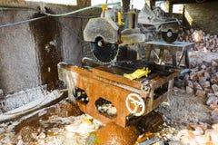 岩盐铺磁砖切割机 库存图片