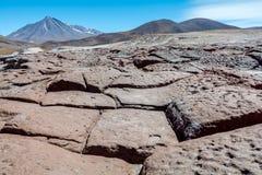 岩石、火山和一个惊人的看法, piedras罗哈斯,阿塔卡马智利 免版税图库摄影