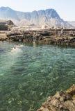 岩石人在Puerto de las Nieves做了水池在大加那利岛 库存图片