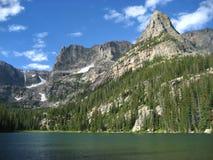 岩石冰河湖的山 免版税图库摄影