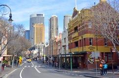 岩石历史的旅游业、餐馆&商店地区悉尼 免版税库存图片