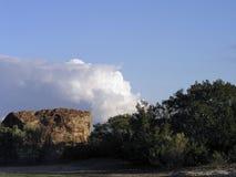 岩石和云彩 免版税库存照片