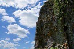 岩石和俄国城堡在多瑙河在德国在ulm附近 免版税库存照片