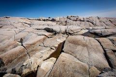 岩石和冰砾在佩吉的小海湾 免版税库存图片