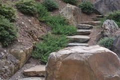 岩石和台阶 免版税库存照片