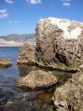 岩石和山在海滨,海, 图库摄影