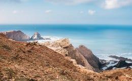 岩石和峭壁沿海拉各斯,阿尔加威,葡萄牙 库存图片