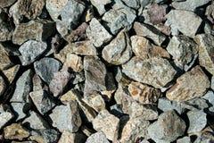 岩石和干叶子 好纹理 库存照片