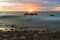 岩石和日落在Hallett小海湾,南澳大利亚 库存图片