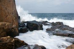 岩石和波浪6 免版税库存图片