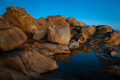 岩石和海洋 免版税库存照片