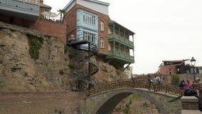岩石和螺旋形楼梯的议院在第比利斯 影视素材