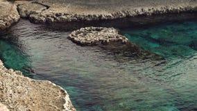 岩石和绿松石地中海美好的全景地标海角的格雷科塞浦路斯 海滨在夏天 影视素材