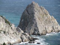岩石和黑海 免版税库存图片