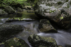 岩石和水,河Pakra,克罗地亚 库存照片