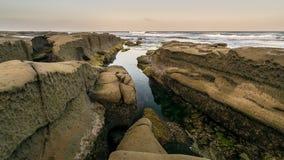 岩石圣地亚哥海岸线 免版税库存图片