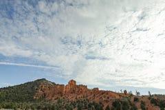 岩石在天空下 库存照片
