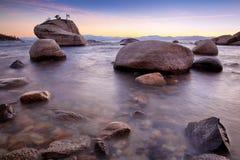 岩石在太浩湖 免版税库存照片