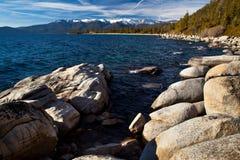 岩石在太浩湖 库存照片